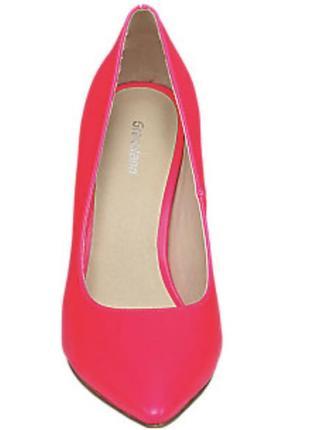 Роскошные туфли на шпильке цвета фуксия