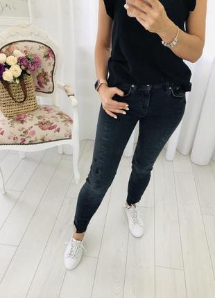Графитовые джинсы с рваным краем zara