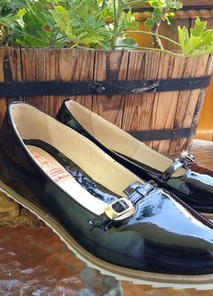 Кожаные балетки/туфли на танкетке