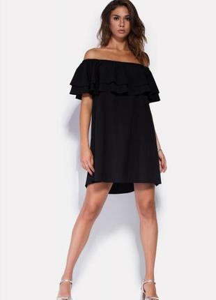 Чёрное платье с открытыми плечами