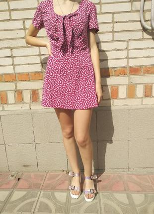 Легкое трендовое платье в цветочек