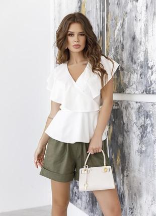 Молочная белая стильная блуза без рукавов на запах