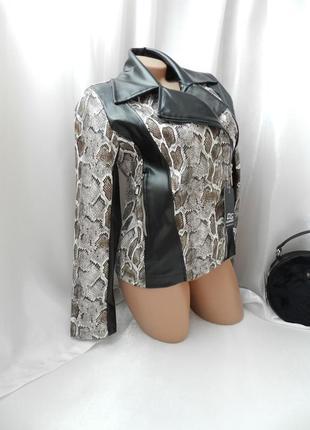 Куртка косуха фактурная стрейч эко кожа под змею змеиный принт питон куртка без подклада