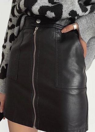 Чорна юбка з еко-шкіри