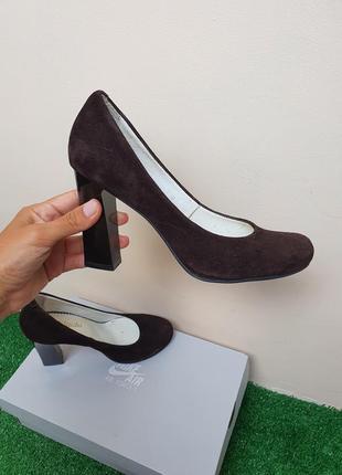 Шикарные туфли из натуральной замши на удобном каблуке, шоколадного цвета
