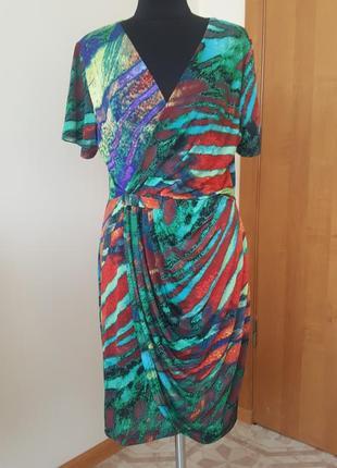 Стильное платье с узором