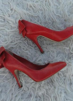 Шикарные кожаные туфли! размер - 38