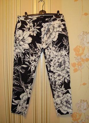 Красивые летние брюки в цветочный принт