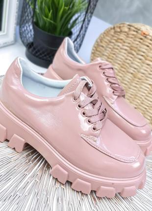 Розовые лаковые туфли