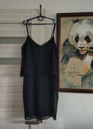 Чёрное платье на брительках