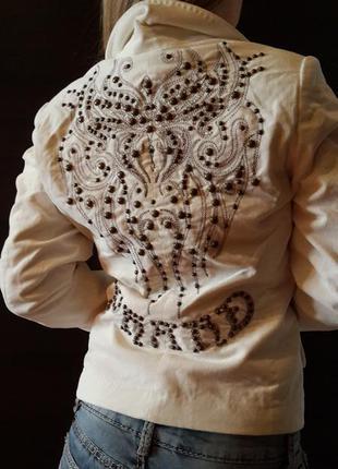 Белый велюровый  пиджак phard