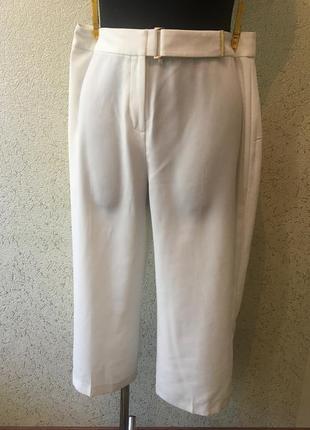 Чудесные белоснежные стильные трендовые капри/бриджи 42 размер