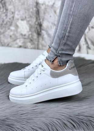 Новые женские белые с серой пяткой кроссовки кеды