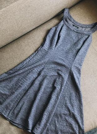 Серое блестящее платье yessica