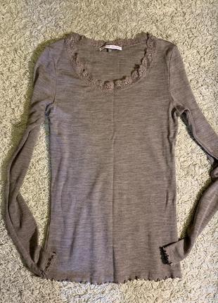 Шерстяной свитер с шелком