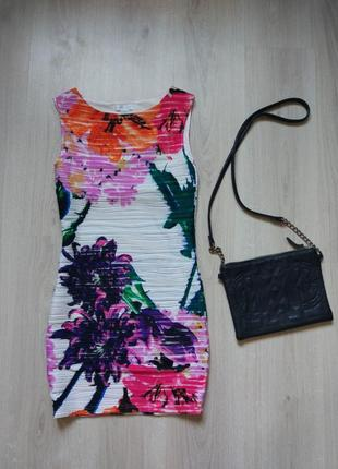 Яркое платье amisu