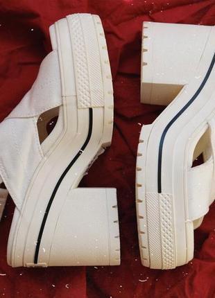 Оригинальные converse,  на каблуке, невероятно стильные