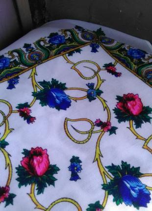 Очень красивый платок с цветами