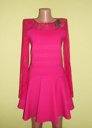 Бандажное платье с кружевными рукавами