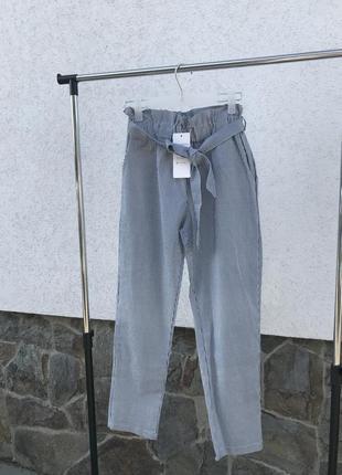 Котоновые брюки с высокой посадкой