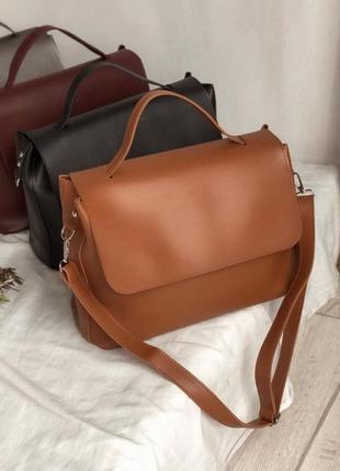Вместительная коричневая сумка-шоппер. большая сумка короткая и длинные ручки. цвета