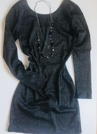 Класна сіра блискуча сукня
