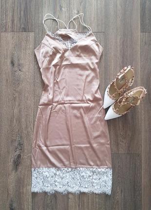 Бежевое платье миди в бильевом стиле
