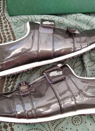 Новые кожаные сникерсы на липучках lacoste