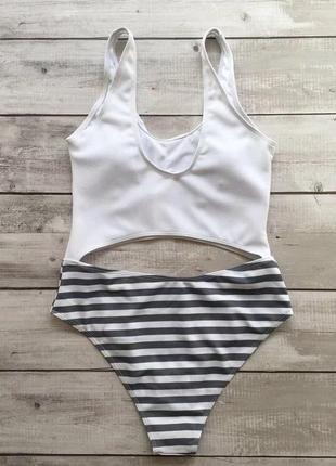 Слитный купальник с полосатыми плавками