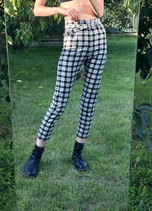 Чорно-білі брюки bershka