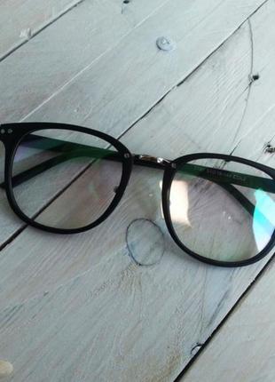 Классные имиджевые очки с переливающимися стеклами