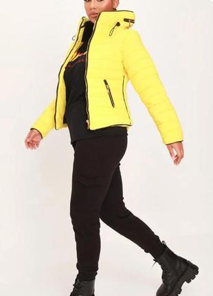 Rising. англия. стеганная куртка деми с модной отделкой в лимонном цвете.