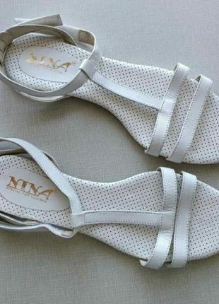 Белые кожаные босоножки ,женские босоножки 39 размер,на низкой подошве