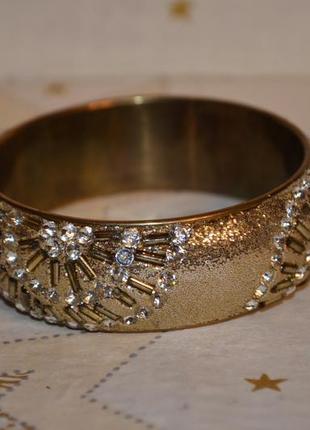 Красивый массивный золотистый браслет