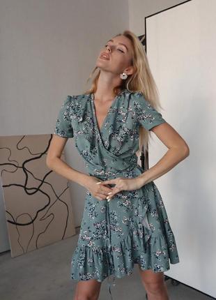 Платье на запах с воланом верона серое серо голубое с цветами