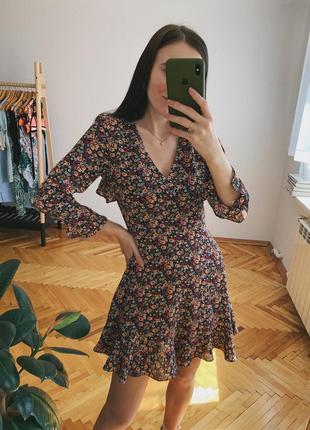 Плаття в дрібні квіти
