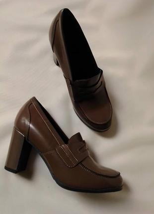 Туфлі лофери каблук