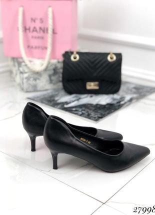 Красивые кожаные туфли на среднем каблуке, стильные, удобные туфли, лодочки хит сезона