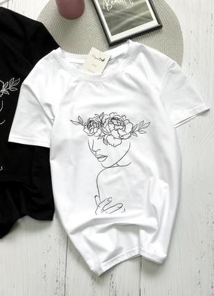 Новая базовая футболка с принтом