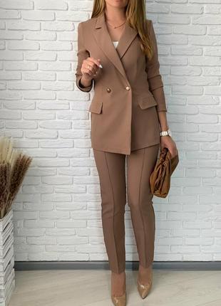 Женский брючный бежевый костюм