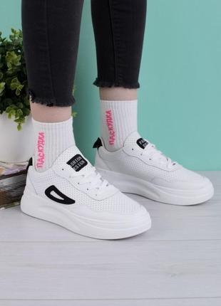 Стильные белые кроссовки на платформе криперы с перфорацией модные кроссы
