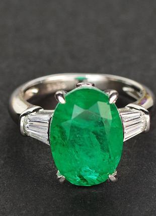 Шикарное серебрянное кольцо с темно зелены изумрудом 10х12мм