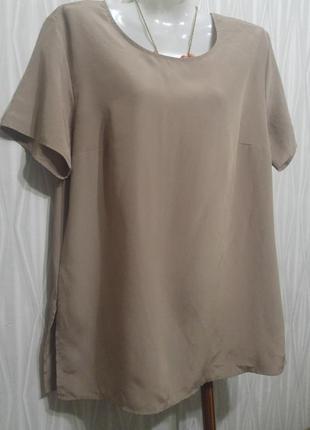 Легкая блузка кофе с молоком.
