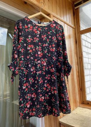 Натуральное платье в цветочек с завязками на рукавах платье в цветочек