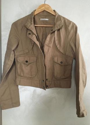 Курточка легкая на молнии stradivarius