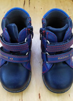 Ортопедические ботинки для малыша.