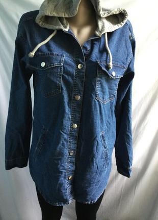 Джинсовая куртка жакет с капюшоном divided на кнопках