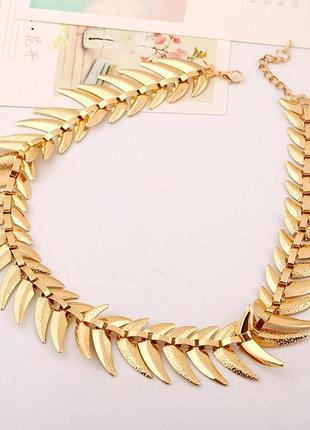 Массивное золотое ожерелье колье с зубцами zara