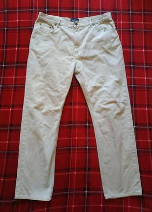 Базовые бежевые мужские джинсы
