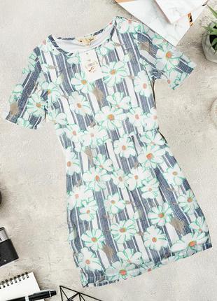 Нежное платье в цветочный узор yumi